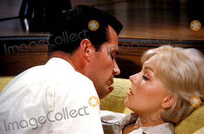 Kim Novak Photo - James Garner and Kim Novak Photo Globe Photos Inc Jamesgarnerretro