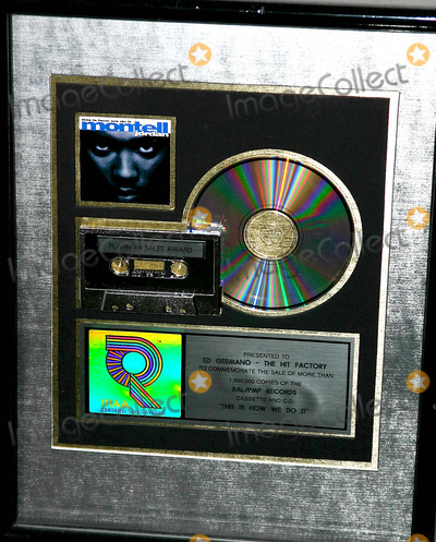 Montell Jordan Photo - the Closing of the Hit Factory the Number 1 Recording Studio in the Recording Industry New York City 2-3-2005 Photo Mitchell Levy-rangefeinders-Globe Photos Inc 2005 Montell Jordans Platinum Record
