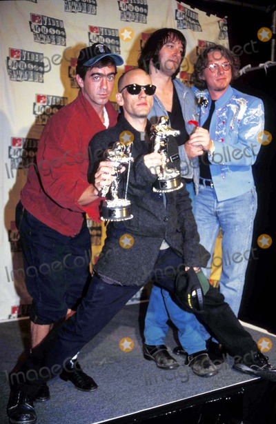 R E M Photo - 1994 Mtv Awards Rem and Michael Stipe 09-08-1994 Photo by Sonia Moskowitz-Globe Photos