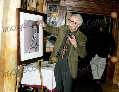 Amazing Kreskin Photo - Celebs Departing From an Event at the Friars Club New York City 12-12-2005 Photo Rick Mackler  Rangefinders  Globe Photos Inc 2005 the Amazing Kreskin (Picking Up Vibes From Frank Sinatras Painting)