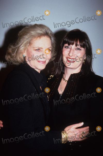 Anjelica Huston Photo - Anjelica Huston with Lauren Bacall 1992 L2493 Photo by John Barrett-Globe Photos Inc