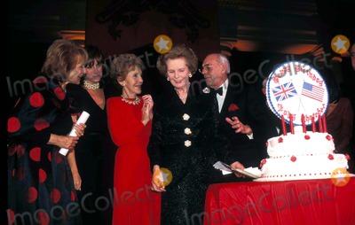 Patti Davis Photo - Sd10231995 Margaret Thatcher 70th Birth Day Gala Barbara Walters_patti Davis_nancy Reagan_margaret Thatcher Photo by James M KellyGlobe Photosinc Margaretthatcherretro