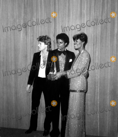 Andy Gibb Photo - Andy Gibb Michael Jackson and Dionne Warwick at the American Music Awards 1980 3536 Nate CutlerGlobe Photos Inc
