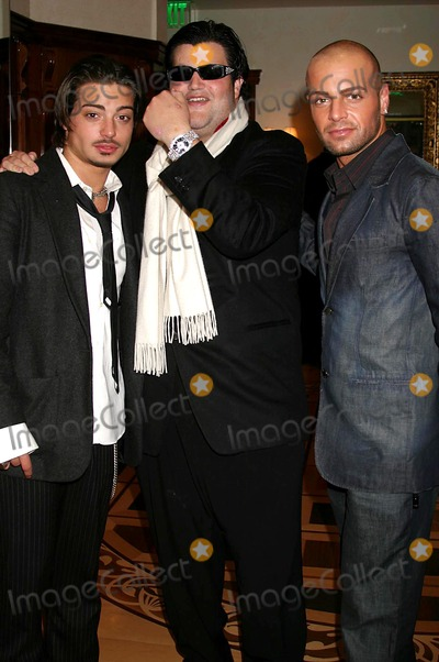 Andrew Lawrence Photo - I9317CHWJASON DAVIS CHOPARD AND THE HOLLYWOOD REPORTER CELEBRATE THE HOLIDAYS WITH A SHOPPING PARTY TO BENEFIT THE NANCY DAVIS FOUNDATION FOR MULTIPLE SCLEROSIS CHOPARD BOUTIQUE  BEVERLY HILLS CA12-09-2004PHOTO CLINTONHWALLACEIPOLGLOBE PHOTOSINCJASON DAVIS WITH JOE AND ANDREW LAWRENCE