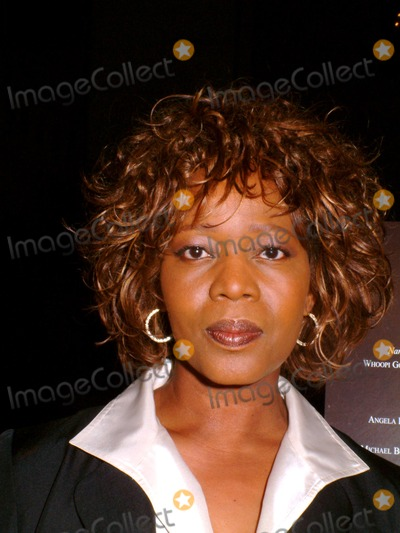 Alfre Woodard Photo - Alfre Woodard K28802ml Sd0203 Hbo Unchained Memories Readings From the Slave Narratives at the New York Public Library Astor Hall New York City Photo Bymitchell LevyrangefinderGlobe Photos Inc