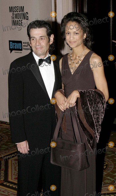 Anne-Marie Johnson Photo - 03 December 2006 - New York NY USA - Anne Marie Johnson and A Rosenberg attends as the Museum of the Moving Image salutes Will Smith  This being the Museums 22nd annual gala held in the Grand Ballroom of the Waldorf-Astoria which will air on Bravo 011207  Photo Credit  Anthony G MooreGlobe PhotosK50976AGM