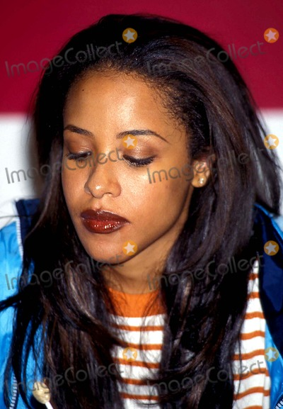 Aaliyah Photo - Sd0912 Tommy Jeans and Footwear Us Tour at Macys Herald Square Aaliyah Photo Bywalter WeissmanGlobe Photos Inc