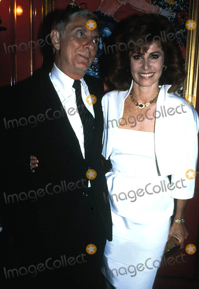 Aaron Spelling Photo - Aaron Spelling and Stephanie Powers Photo by Alan Davidson-Globe Photos Inc