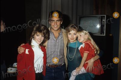 Ted Mcginley Photo - Ted Mcginley with Crystal Bernard  Linda Purl and Heather Orourke Photo by Darlene Hammond-Globe Photos Inc