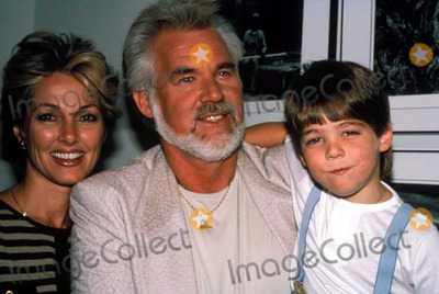 Kenny Rogers Photo - Kenny Rogers Wife Marianne and Son F3369 1986 Photo by Globe Photos Inc Kennyrogersretro