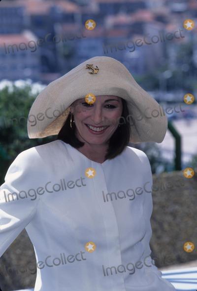 Anjelica Huston Photo - Anjelica Huston 1996 Cannes Film Festival K5030fb Photo by Fitzroy Barrett-Globe Photos Inc