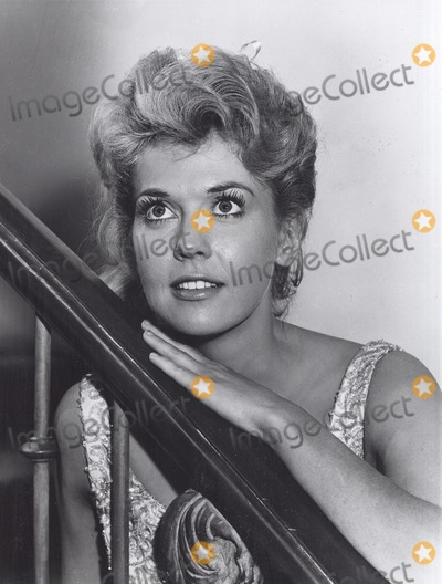 Donna Douglas Photo - Donna Douglas Supplied by Globe Photos Inc