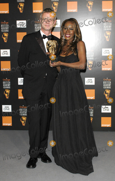 Amma Assante Photo - 02-12-2005 001170 Bafta Film Awards 2005 Pressroom -Odeon Leicester Square London Photo by Henry Davenport-globelink-Globe Photos 2005 Stephen Daldry and Amma Asante