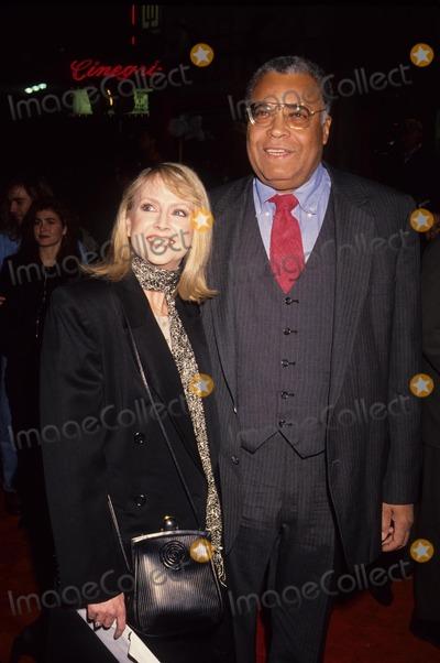 Cecilia Hart Photo - Earl James Jones with Cecilia Hart 1992 Photo by Michael Ferguson-Globe Photos Inc