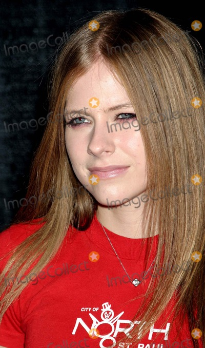 Avril Lavigne Photo - the Lili Claire Foundations 6th Annual Benefit Hosted by Matthew Perry the Beverly Hilton Hotel Beverly Hills CA 10182003 Photo by Ed Geller Egi Globe Photos Inc 2003 Avril Lavigne