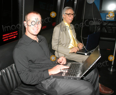 Amazing Kreskin Photo - the Worlds First Blogmobile Makes Its Debut in New York City at the 4040 Club 08-07-2006 Photo by Barry Talesnick-ipol-Globe Photos 2006 Bill Wagner and the Amazing Kreskin