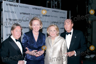 Arnold Scaasi Photo - 18th Annual Literacy Partners Gala an Evening of Reading Honoring Verizon at Lincoln Center New York City 05052003 Photo Anthony Moore Globe Photos Inc 2003 Arnold Scaasi Liz Smith Libby Pataki and Billy Collins