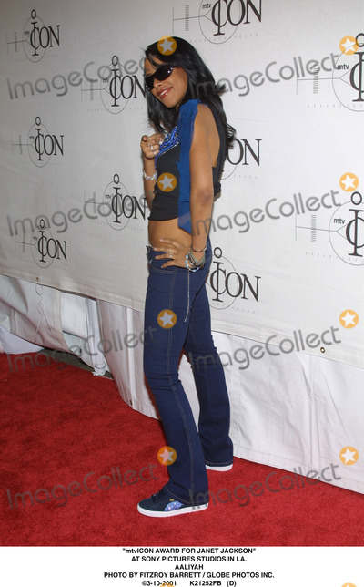 Aaliyah Photo - Mtvicon Award For Janet Jackson at Sony Pictures Studios in LA Aaliyah Photo by Fitzroy Barrett  Globe Photos Inc 3-10-2001 K21252fb (D)