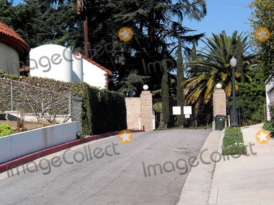 Phil Spector Photo - Sd02032003 Phil Spector House at 1700 Grand View Dr Alhambraca (02032003)-back Side of the Houserear Entrance Photomilan RybaGlobe Photosinc 2003 Philspectorhouse