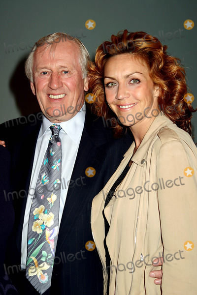 Andrea McArdle Photo - the Friars Club to Host a Star-studded Musical Salute to Tony Award-winning Composer Charles Strouse at the Lighthouse in New York City 4122004 Photo Bymitchell LevyrangefindersGlobe Photos Inc 2004 Len Cariou and Andrea Mcardle