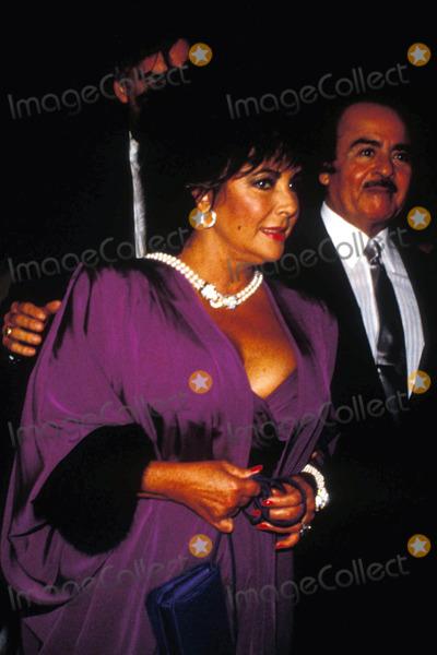 Adnan Khashoggi Photo - 1989 Elizabeth Taylor and Adnan Khashoggi Photo by John BarrettGlobe Photos