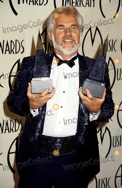 Kenny Rogers Photo - American Music Awards Kenny Rogers Photo Byphil RoachipolGlobe Photos Inc