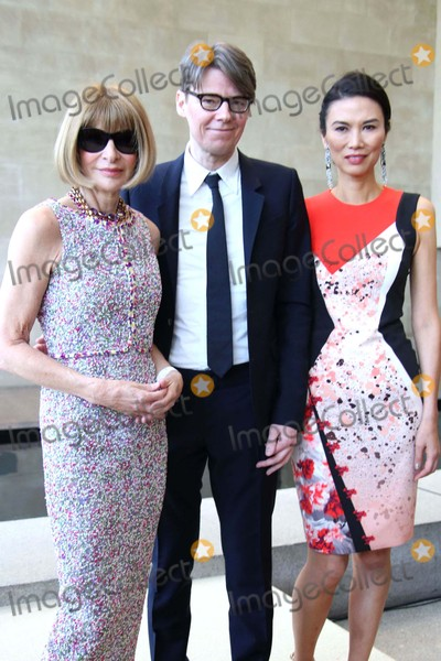 Andrew Bolton Photo - China Through the Looking Glass Press Preview the Costume Institute the Metropolitan Museum of Art NYC May 4 2015 Photos by Sonia Moskowitz Globe Photos Inc 2015 Anna Wintour Andrew Bolton Wendi Murdoch