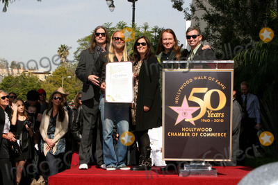 Alex Orbi Orbison Photo - I14552CHW  Rock And Roll Legend Roy Orbison Honored Posthumously With Star On The Hollywood Walk Of Fame 1750 N Vine At Capitol Records Hollywood CA01292010  LERON GUBLER POSING WITH BARBARA ORBISON ALEX ORBI ORBISON AND ORBISON FAMILY MEMBERS  Photo Clinton H Wallace-Photomundo-Globe Photos Inc 2010  I15100CHW