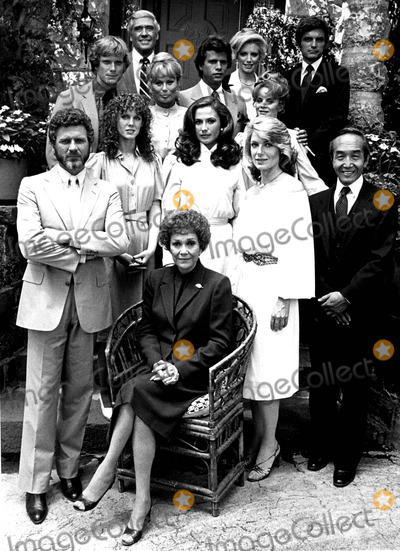 Abby Dalton Photo - JANE WYMAN (SITTING) ROBERT FOXWORTH JAMIE ROSE ANA ALICIA SUSAN SULLIVAN CHAO LI CHI WILLIAM R MOSES ABBY DALTON LORENZO LAMAS MARGARET LADD MEL FERRER SHANNON TWEED AND DAVID SHELBY CAST OF FALCON CRESTSUPPLIED BY DMGLOBE PHOTOS INCJANEWYMANOBIT