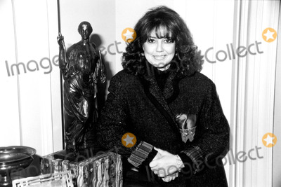 Photos And Pictures Linda Bloodworth Thomason On A Tv Set Burbank Ca 1997 K9346 Photo By Gregg Mancuso Globe Photos Inc,Controlling Person Definition Fatca