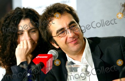 Atom Egoyan Photo - Ararat Press Conference at the Toronto International Film Festival at the Four Seasons Hotel Toronto Canada Director Atom Egoyan and Wife Arsinee Khanjian Photo by Fitzroy Barrett  Globe Photos Inc 9-6-2002 K26026fb (D)