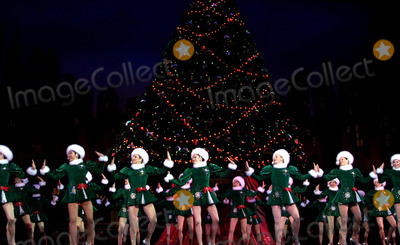 The Radio City Rockettes Photo - Katie Holmes Joins the Radio City Rockettes As They Kick Off Opening Night of the Radio City Christmas Spectacular at Radio City Music Hall  New York City 11072003 Photo by Rick Mackler  Rangefinders  Globe Photosinc the Rockettes