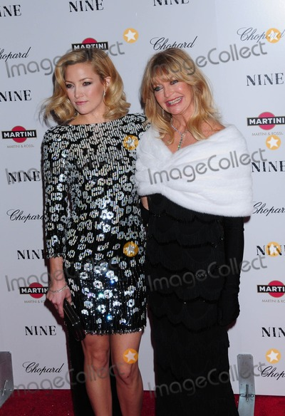 Goldie Photo - the Premiere of Nine at the Ziegfeld Theater in New York City on 12-15-2009 Photo by Ken Babolcsay-ipol-Globe Photos Inc Goldie Hawn Kate Hudson