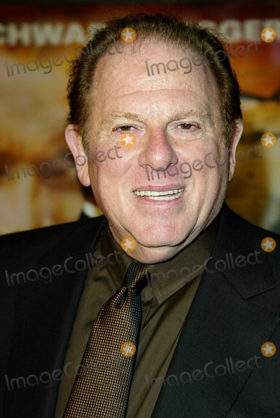 Arnold Kopelson Photo - Collateral Damage Premiere at Mann Village in Los Angeles Arnold Kopelson Photo by Fitzroy Barrett  Globe Photos Inc 2-4-2002 K23962fb (D)
