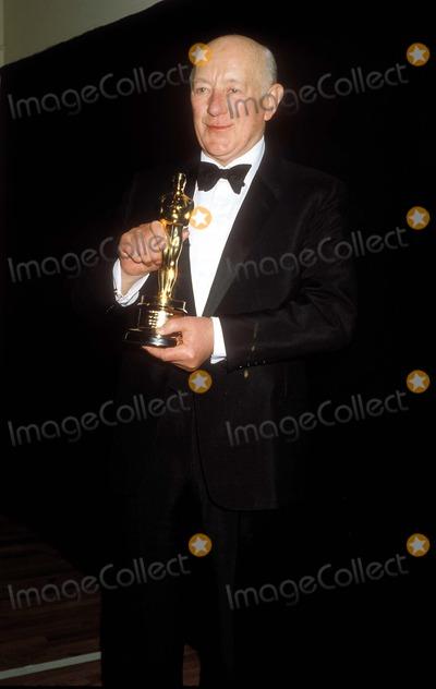 Alec Guinness Photo - Photo by Phil RoachipolGlobe Photos Inc Academy Awards  Oscars Sir Alec Guinness