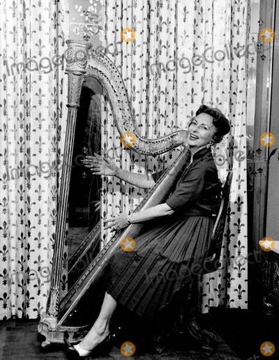 Agnes Moorehead Photo - Agnes Moorehead Photo by Larry Barbier Jr-Globe Photos Inc