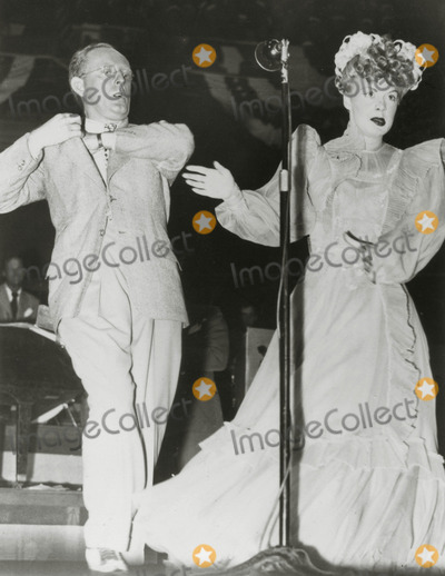 Betty Hutton Photo - Kay Kyserbetty Hutton Uso Tour Photo Globe Photos Archive
