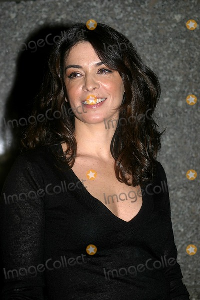 Annabella Sciorra Photo - the Sopranos Fifth Season Premiere Launch at Radio City Music Hall New York City 03022004 Photo Barry Talesnick  Ipol Globe Photos Inc 2004 Annabella Sciorra