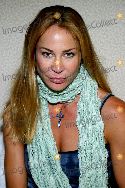 Virginia Hey Photo - Kathleen Kinmont K30244rm Chiller Theatre Spring 2003 Extravaganza in New York City 4272003 Photo Byrick MacklerrangefinderGlobe Photos Inc