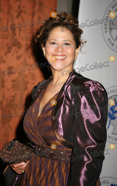 Anna Deveare Smith Photo - The Elie Wiesel Foudation For Humanity Award Dinner Honoring Oprah Winfrey the Waldorf Astorianew York City 05-20-2007 Photos by Sonia Moskowitz-Globe Photos 2007 Anna Deveare Smith