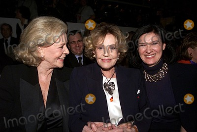 Jeanne Moreau Photo - IMAPRESS PH  YANNIS VLAMOSYVES SAINT LAURENTS LAST ADIEU TO FASHION HIS LAST EVER FASHION SHOW RETRACING HIS FORTY YEARS CAREER WAS HELD AT THE CENTRE POMPIDOU (BEAUBOURG) IN PARIS ON THE 22ND JANUARY 2002LAUREN BACALL JEANNE MOREAU PALOMA PICASSOCREDIT IMAPRESSYANNIS VLAMOSGLOBE PHOTOS INC