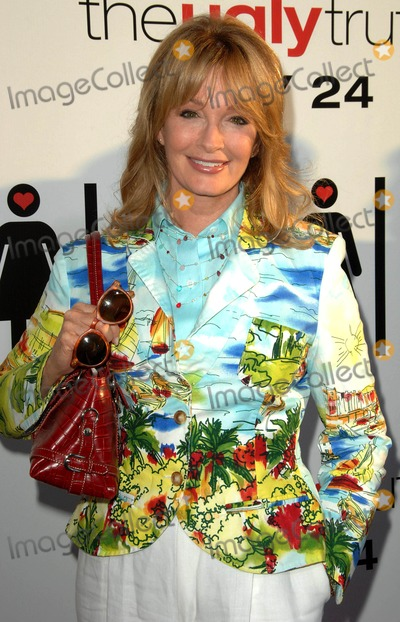Deidre Hall Photo - Deidre Hall attends the Los Angeles Premiere of  the Ugly Truth Held at the Pacifics Cinerama Dome in Hollywood California on July 16 2009 Photo by David Longendyke-Globe Photos Inc 2009